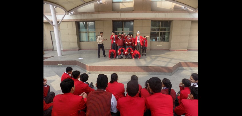 school with amphitheatre,the image shows the students of gd goenka.
