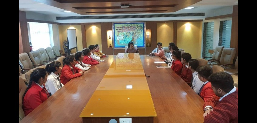image show the teacher and students are participating in conference,top secondary school