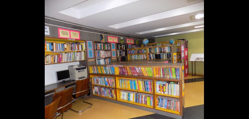 school with library, students of gd goenka studying in library