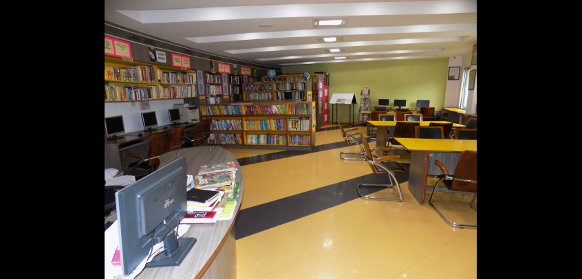 school with library,students of gd goenka studying in library