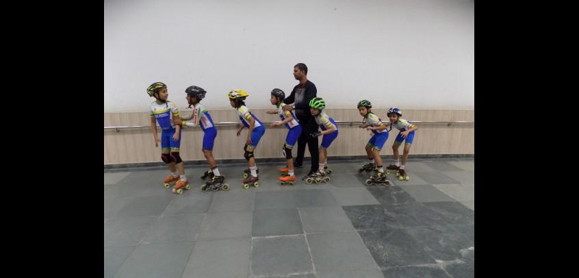 best school in sports,students of gd goenka practising roller skating